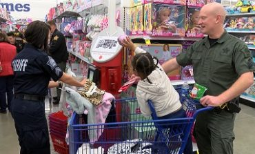 Deputies Assist Ark Crisis Center Children With Christmas Needs