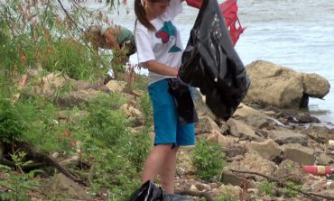 Volunteers Span the Ohio River to Help Clean Up