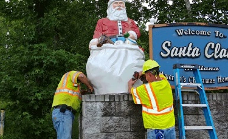 Santa Claus Installs Four New Santa Statues on Welcome Signs