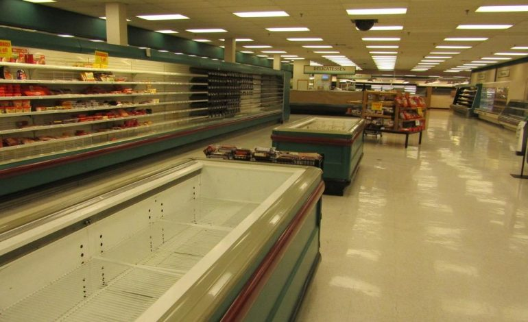 Schnucks Holds On Site Auction And Online Bidding For Store Items 44news Evansville In